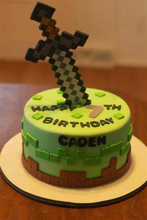 17 of the coolest minecraft birthday cakes created spaceships and laser beams