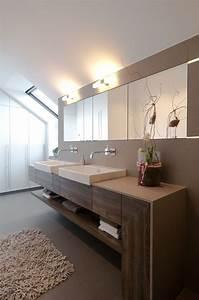 Waschbecken Arbeitsplatte Bad : schlafzimmer einbauschrank im modern badezimmer mit doppeltes waschbecken zusammen mit ~ Markanthonyermac.com Haus und Dekorationen
