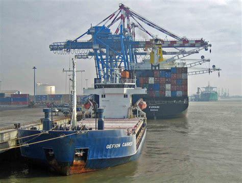 nantes le port veut relancer le trafic fluvial de conteneurs gr 226 ce 224 airbus mer et marine