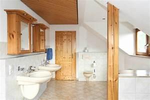 Holzdecke Im Bad : bad mit dachschr ge neuesbad magazin ~ Markanthonyermac.com Haus und Dekorationen
