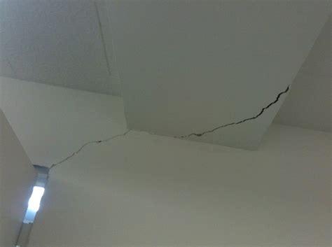 r 233 parer un plafond ou un mur fissur 233 d 233 coration