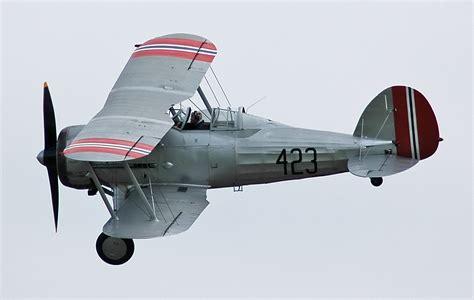 le gloster gladiator ou gloster ss 37 est un avion de chasse biplan britannique de l entre