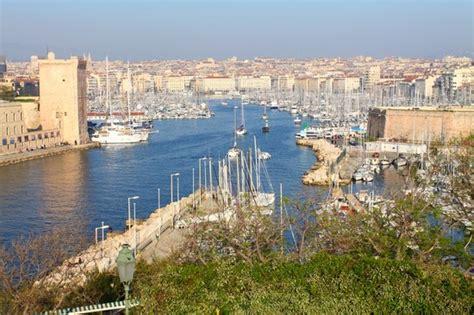 le vieux port marseille rues places et quartiers