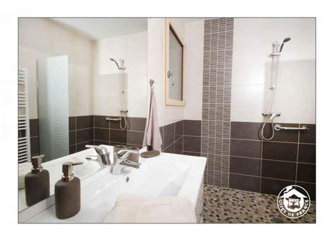 salle de bain marron beige galets 224 l italienne g 238 te sous les tilleuls 224 st vincent la