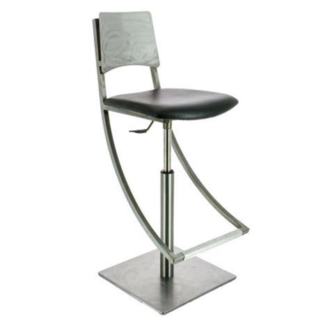 le mobilier de style industriel 4 pieds tables chaises et tabourets