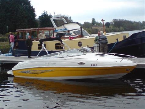 Regal Boats Vs Sea Ray by Bowrider Bowrider Vs Cuddy Cabin