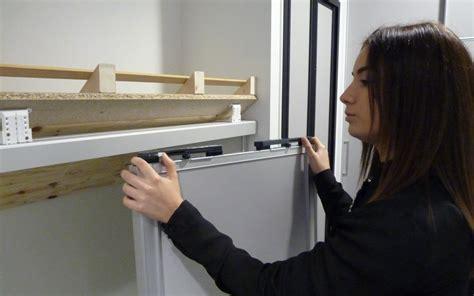 comment poser une porte de placard coulissante centimetre