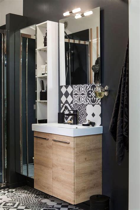 indogate le salle de bain avec prise de courant