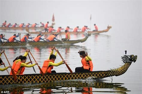 Parts Of A Dragon Boat by Dragon Boat Race Splashes Into Hanoi Daily Mail Online
