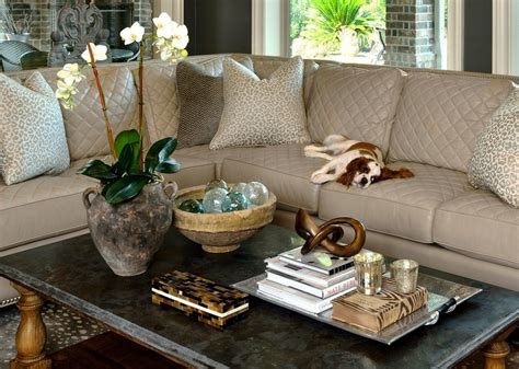 How To Style Your Coffee Table ? An Interior Designer Reveals Her Best Tips & Tricks! ? DESIGNED