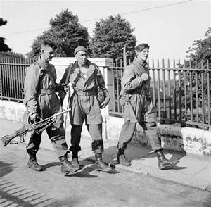 File:British parachute troops Norwich 1941.jpg