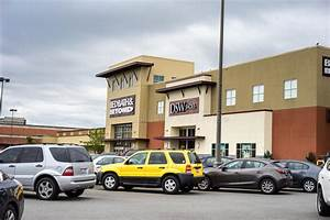 Shopping Mall Parking Lot Editorial Photo - Image: 57056061
