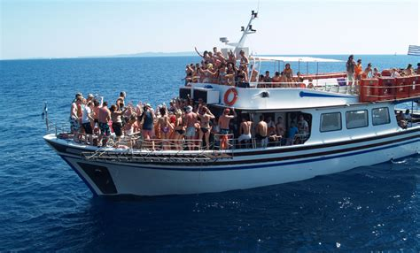 Party Boat For Sale Miami by How To Organize An Event On Party Boat In Miami