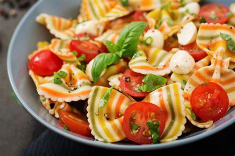 recette de salade de p 226 tes aux crevettes et 224 la feta top sant 233