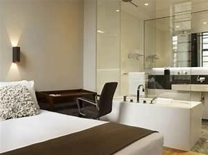 Wandlampen Für Schlafzimmer : romantisches design mit einer badewanne im schlafzimmer ~ Markanthonyermac.com Haus und Dekorationen