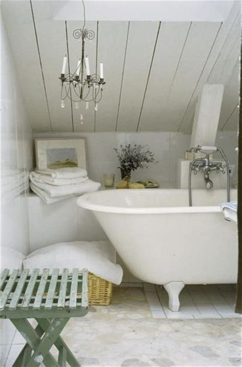 salle de bain this is not quot shabby chic quot style decor but simply an country cottage
