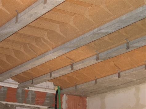 pose des suspentes pour faux plafond autoconstruction maison basse energie 55