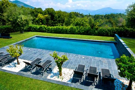 chauffer sa piscine avec des panneaux solaires chauffage facile