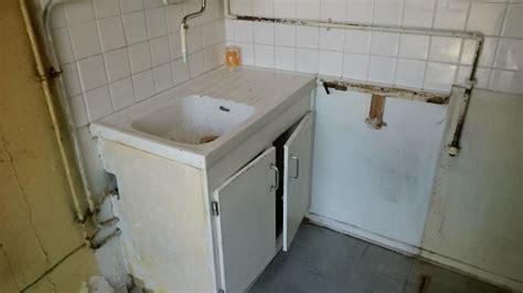 cacher des tuyaux eau et gaz dans wedi pour eviter percement faience amiant 233