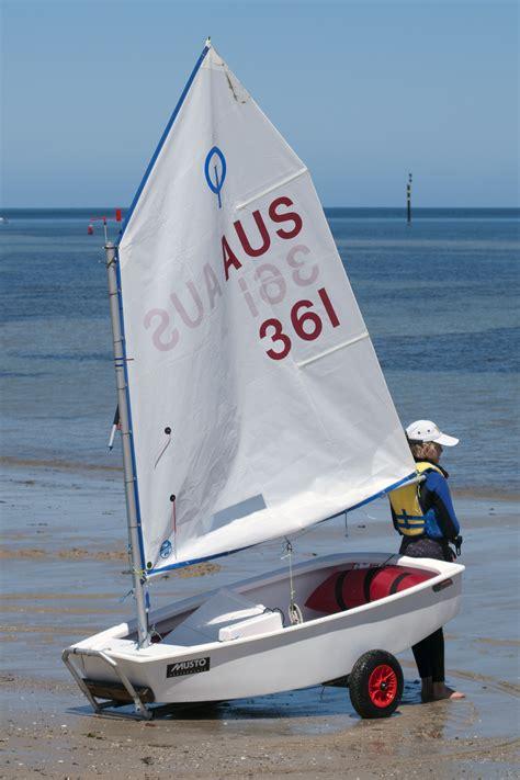 Boot Optimist file optimist on the beach jpg wikimedia commons