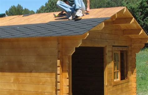 finition du toit du chalet