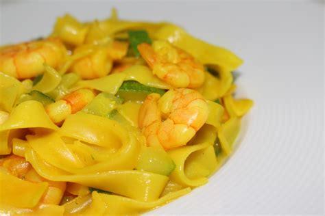 recette de tagliatelles de crevettes au curry dine move