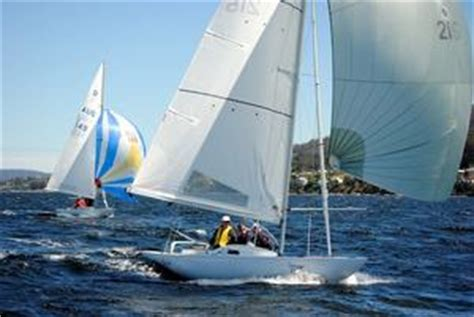 Dragon Boat Hobart by Dragon Class Yacht Sinks On Hobart S River Derwent