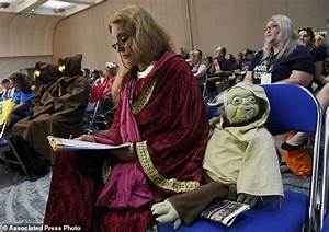 Star Wars fan clubs honor Carrie Fisher at Comic-Con ...