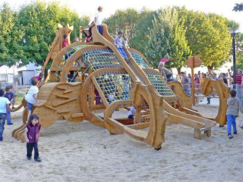aires jeux bois animal fantastique tobbogan balanoire jeux sonores escalade pour parcs jardins