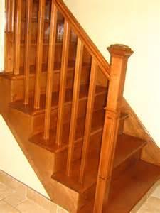 photo d un installation d une nouvelle re d escalier avec barreaux en bois et d un escalier