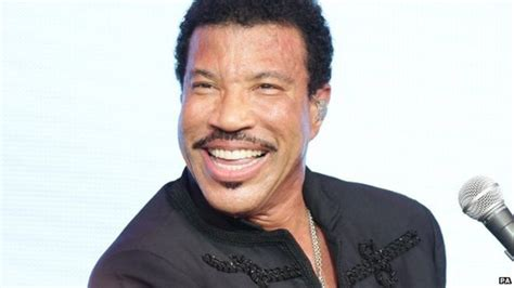 Lionel Richie Heads To Number One