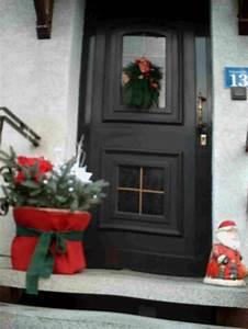 Haus Weihnachtlich Dekorieren : weihnachtliche dekoration vor der hauseingangst r ~ Markanthonyermac.com Haus und Dekorationen