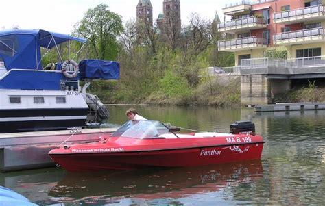 Motorboot Fahren Frau by Motorboot Fahren In Speyer Als Ausgefallene Geschenkidee