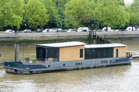 House Boats For Sale London by Cadogan Pier Houseboat In London Could Be Yours For 163 2