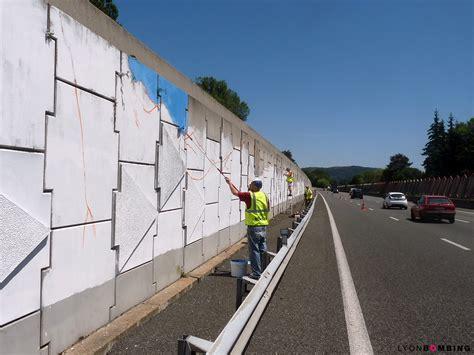 fresque collective de 300m 178 sur l a43 ext 233 rieur lyonbombing