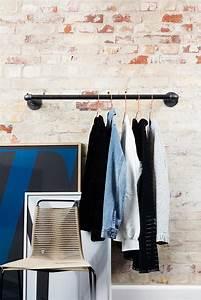 Kleiderstange An Wand : rackbuddy joey kleiderstange aus rohren f r wand ~ Markanthonyermac.com Haus und Dekorationen