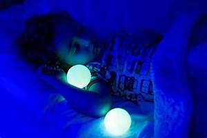 Nachtlicht Für Baby : schutz vor b sen monstern nachtlicht glo von boon baby gadgets ~ Markanthonyermac.com Haus und Dekorationen