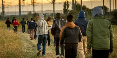 a calais les associations r 233 clament un bureau de l immigration pas de l argent