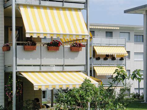 store banne ou store vertical droit pour un balcon d appartement