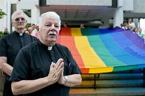 'I'm gay and I'm a priest, period': Chicago priest opens ...