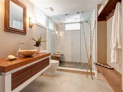 receveur de galets et bambous dans salle de bain zen
