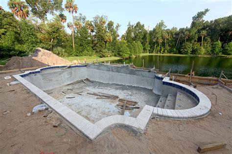 le prix de construction d une piscine en b 233 ton mat 233 riel et pose devis