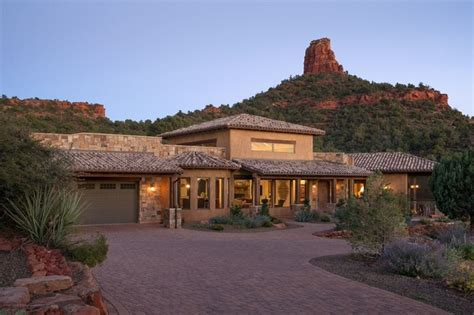 15 Captivating Southwestern Home Exterior Designs You'll