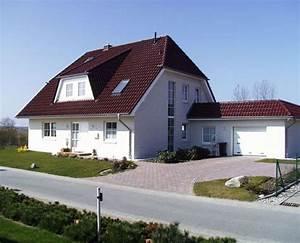 Garant Haus Bau : einfamilienhaus mit kr ppelwalmdach dach pinterest einfamilienhaus dachgauben und dachs ~ Markanthonyermac.com Haus und Dekorationen