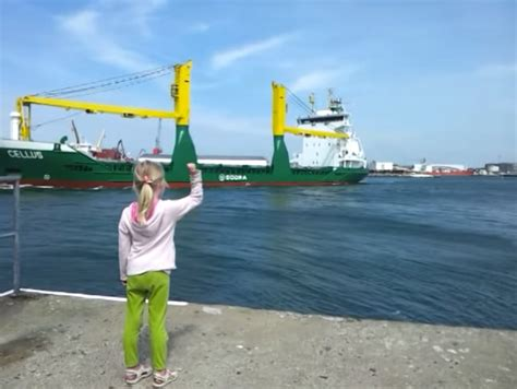 Girl Boat Horn by Little Girl Convinces Giant Ship To Blow Its Horn