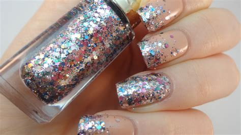 18 Awesome Ideas To Wear Glitter Nail Polish