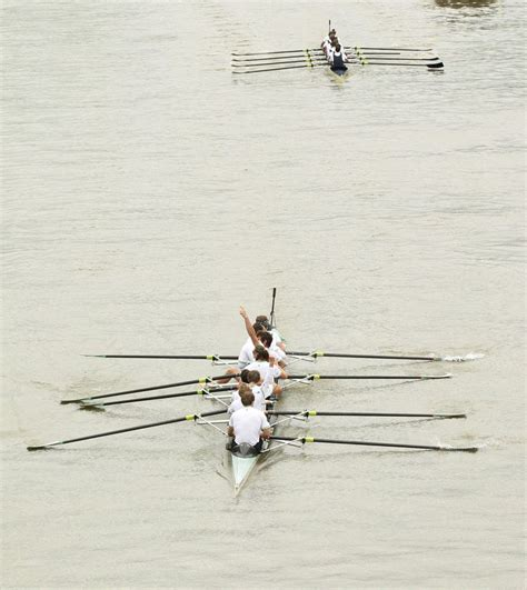 Roeien Oxford Cambridge by Illegale Zwemmer Verstoort Roeiklassieker Oxford Cambridge