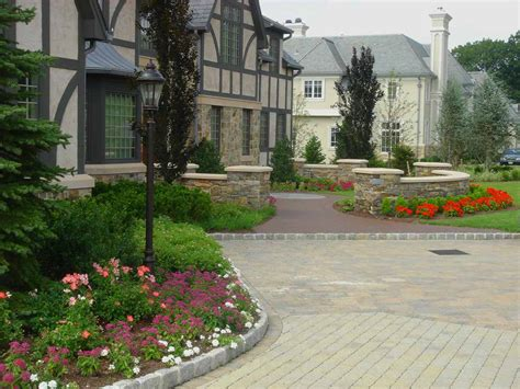 The Front Yard : Amazing Front Yard Landscaping Designs And Ideas