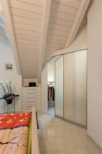 Ankleide Mit Dachschräge : schrank in der dachschr ge nach mass zimmer unter der dachschr ge als begehbare ankleide ~ Markanthonyermac.com Haus und Dekorationen