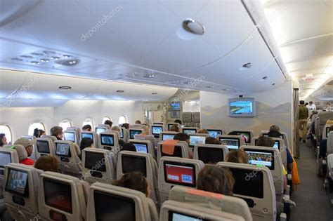 emirates a380 800 interieur redaktionelles stockfoto 93809004